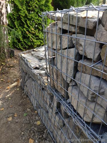 2020 ogrody tomszak murek z piaskowca kosze siatkowe 12