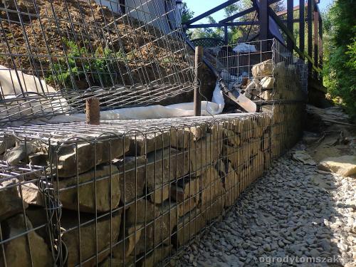 2020 ogrody tomszak murek z piaskowca kosze siatkowe 14