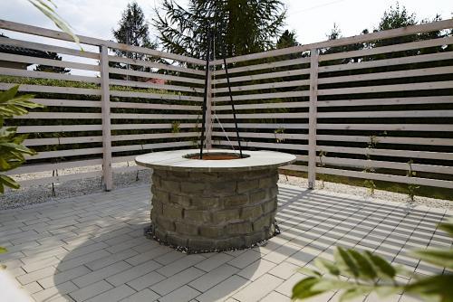 Jaworze - przebudowa ogrodu, trejaż, palenisko z funkcją stołu