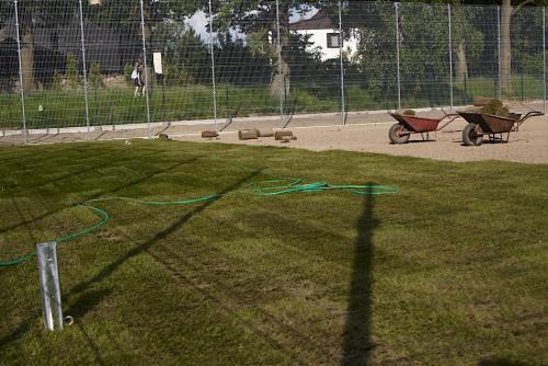 Kęty - boisko szkolne, trawnik z rolki, system nawadniania
