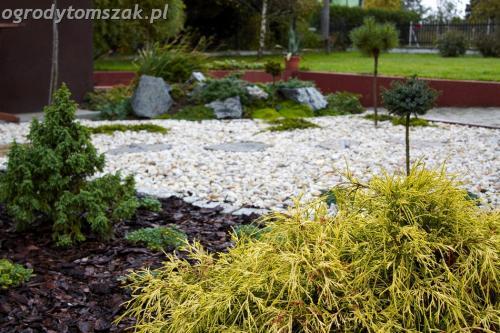 ogrod Bielsko Biala Mazancowice wejscie do domu rabata przed domem IMG 1091
