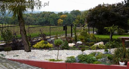 ogrod Bielsko Biala Mazancowice wejscie do domu rabata przed domem IMG 1097