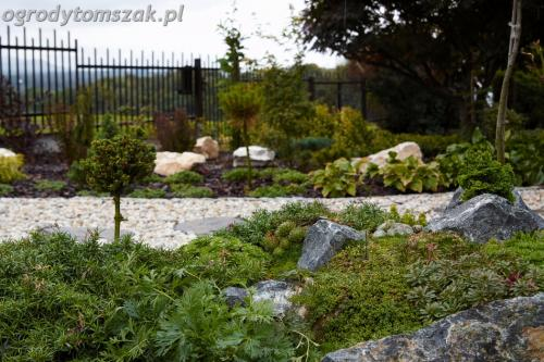 ogrod Bielsko Biala Mazancowice wejscie do domu rabata przed domem IMG 1098