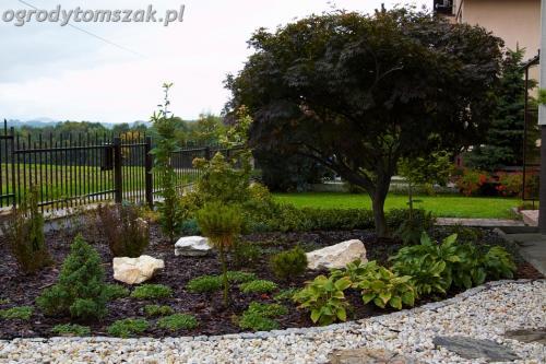 ogrod Bielsko Biala Mazancowice wejscie do domu rabata przed domem IMG 1101