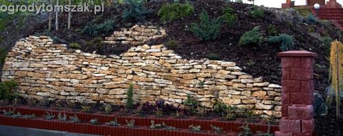 ogrod Kozy Bielsko-Biala Pisarzowice mur oporowy wapien skarpa w ogrodzie skarpa009