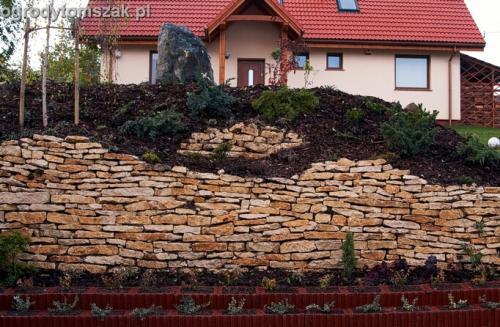 ogrod Kozy Bielsko-Biala Pisarzowice mur oporowy wapien skarpa w ogrodzie skarpa011
