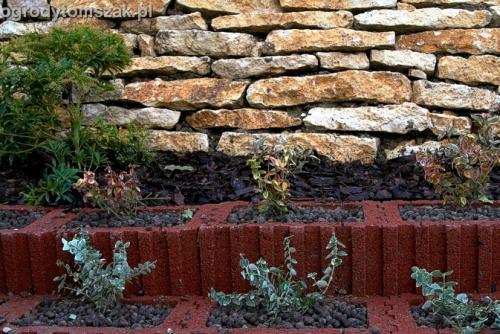 ogrod Kozy Bielsko-Biala Pisarzowice mur oporowy wapien skarpa w ogrodzie skarpa014
