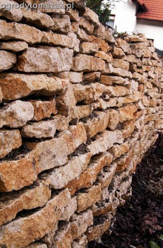 ogrod Kozy Bielsko-Biala Pisarzowice mur oporowy wapien skarpa w ogrodzie skarpa018
