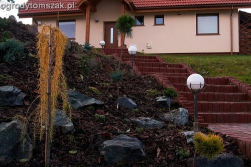 ogrod Kozy Bielsko-Biala Pisarzowice mur oporowy wapien skarpa w ogrodzie skarpa020