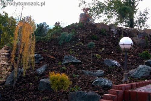 ogrod Kozy Bielsko-Biala Pisarzowice mur oporowy wapien skarpa w ogrodzie skarpa022