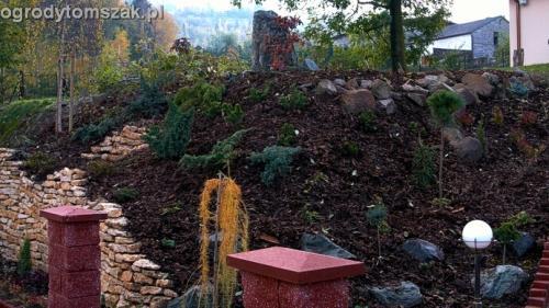 ogrod Kozy Bielsko-Biala Pisarzowice mur oporowy wapien skarpa w ogrodzie skarpa024