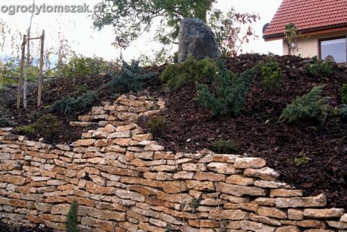 ogrod Kozy Bielsko-Biala Pisarzowice mur oporowy wapien skarpa w ogrodzie skarpa025