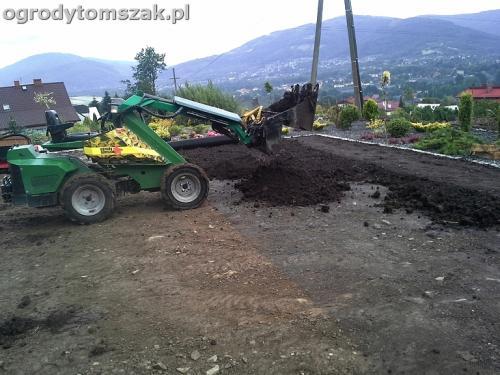 ogrod Wilkowice murek niwelacja formowanie siatka na kreta trawnik 2
