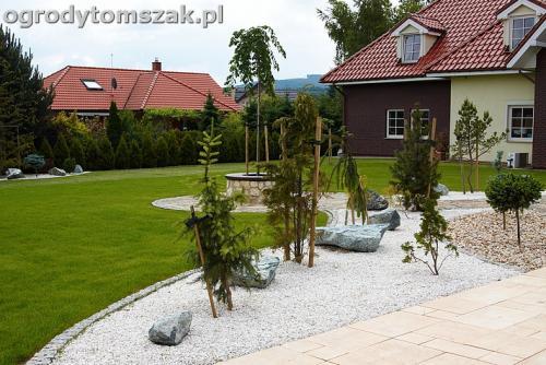 ogrod bielsko biala trawnik murek lawki iglaki 14