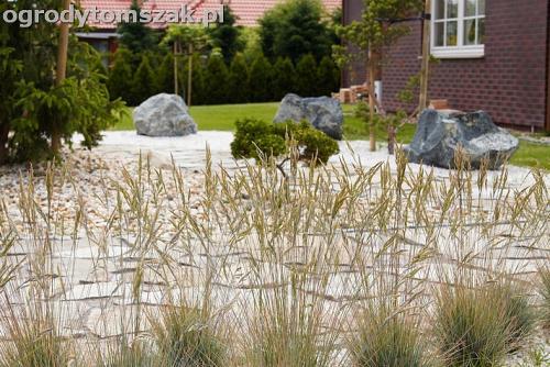 ogrod bielsko biala trawnik murek lawki iglaki 5
