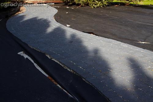 ogrod bystra obrzeze palstikowe trawnik plyty betonowe 04