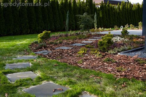 ogrod bystra obrzeze palstikowe trawnik plyty betonowe 07