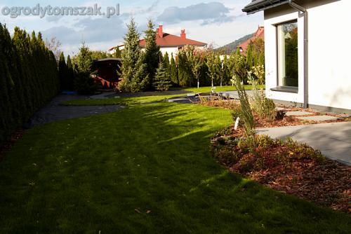 ogrod bystra obrzeze palstikowe trawnik plyty betonowe 08