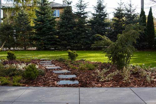 ogrod bystra obrzeze palstikowe trawnik plyty betonowe 10
