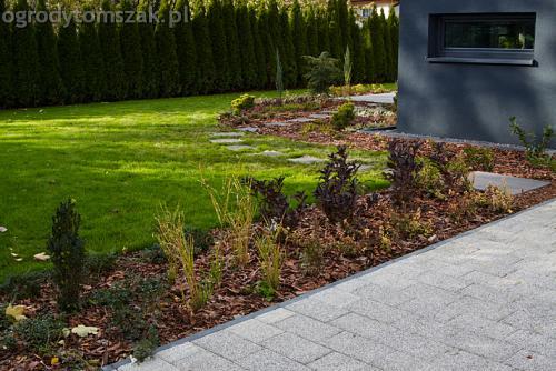 ogrod bystra obrzeze palstikowe trawnik plyty betonowe 12