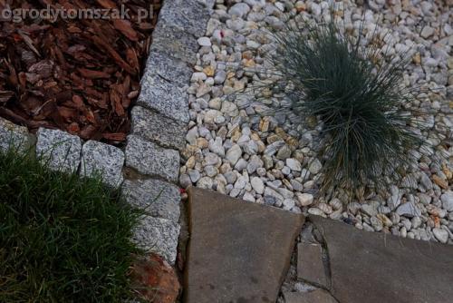 ogrod komorowice slaskie maly ogrodek sciezka piaskowiec donice kamienne skalniak gnejs 15