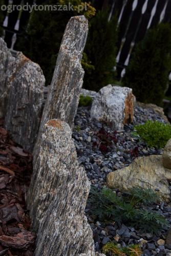 ogrod komorowice slaskie maly ogrodek sciezka piaskowiec donice kamienne skalniak gnejs 16