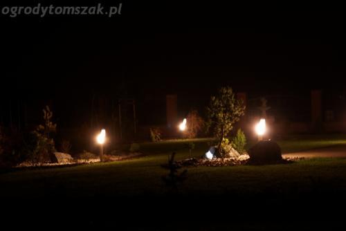 ogrod mazancowice oswietlenie noca 2010 11