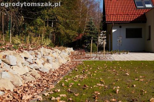 ogrod nowoczesny bystra piaskowiec trawnik lasIMG 5852