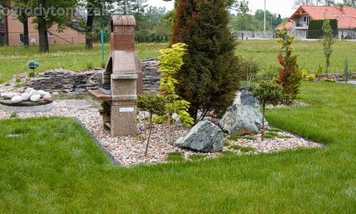 ogrod pewel zywiec lodygowice rybarzowice skarpa trawy metaloplastyka kaskada oczko wodne andezyt donica kamienna 11