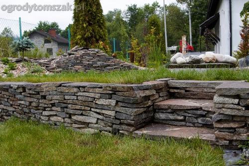 ogrod pewel zywiec lodygowice rybarzowice skarpa trawy metaloplastyka kaskada oczko wodne andezyt donica kamienna 18
