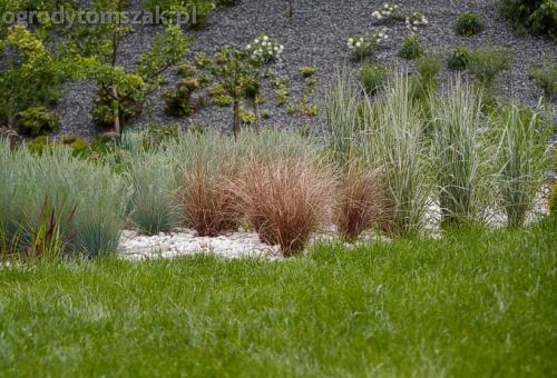 ogrod pewel zywiec lodygowice rybarzowice skarpa trawy metaloplastyka kaskada oczko wodne andezyt donica kamienna 21