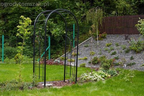 ogrod pewel zywiec lodygowice rybarzowice skarpa trawy metaloplastyka kaskada oczko wodne andezyt donica kamienna 22