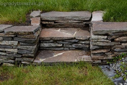 ogrod pewel zywiec lodygowice rybarzowice skarpa trawy metaloplastyka kaskada oczko wodne andezyt donica kamienna 31