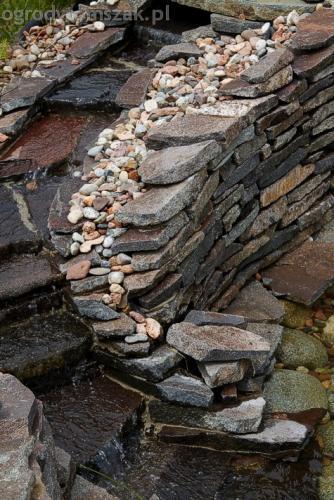 ogrod pewel zywiec lodygowice rybarzowice skarpa trawy metaloplastyka kaskada oczko wodne andezyt donica kamienna 32