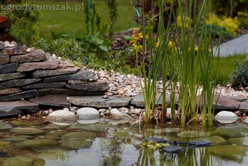 ogrod pewel zywiec lodygowice rybarzowice skarpa trawy metaloplastyka kaskada oczko wodne andezyt donica kamienna 33