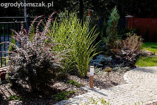 ogrod pod lasem komorowice krakowskie nawodnienie bruk oswietlenie ogrodu 05
