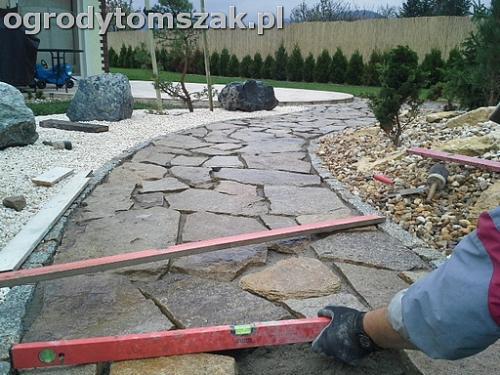 ogrod sciezka granit kamienny formowanie terenu20141017 101955
