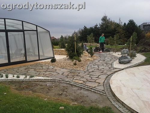 ogrod sciezka granit kamienny formowanie terenu20141017 102037
