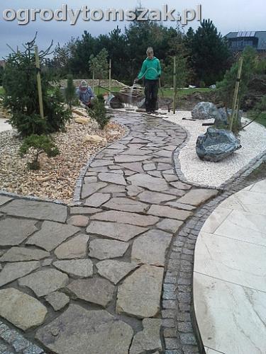 ogrod sciezka granit kamienny formowanie terenu20141017 102049