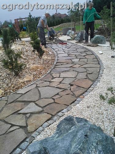 ogrod sciezka granit kamienny formowanie terenu20141017 112209