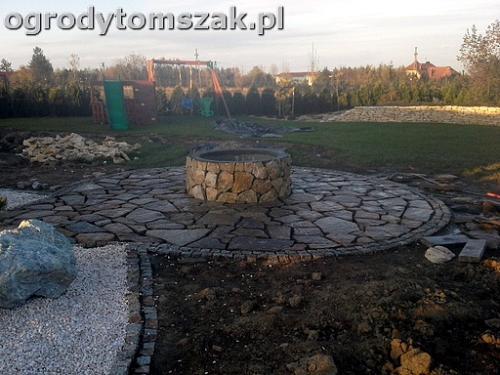 ogrod sciezka granit kamienny formowanie terenu20141021 165906