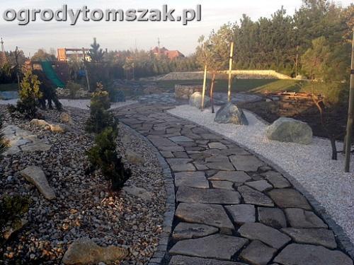 ogrod sciezka granit kamienny formowanie terenu20141021 165921