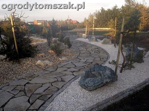 ogrod sciezka granit kamienny formowanie terenu20141021 165944