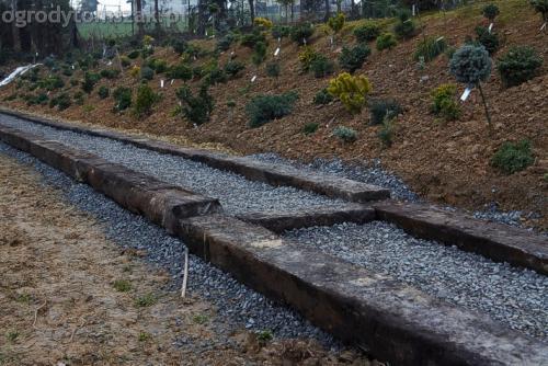 ogrod sciezka z podkladow kolejowych schody podklady 02
