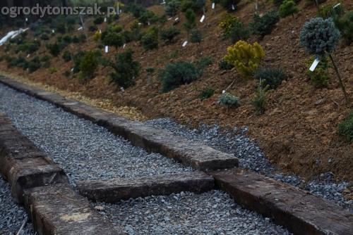 ogrod sciezka z podkladow kolejowych schody podklady 03