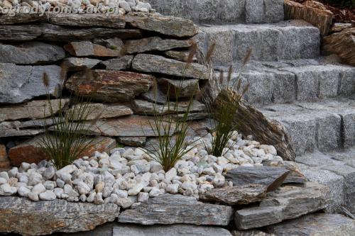 Suszec -taras ziemny, murki z gnejsu