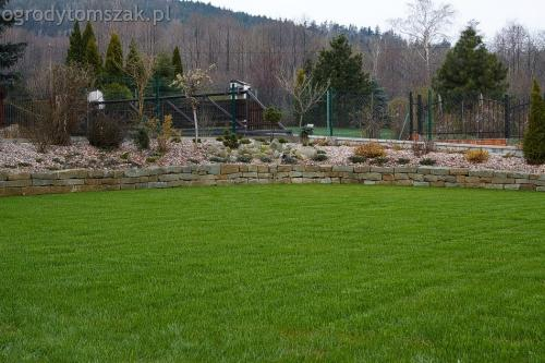 ogrodytomszak buczkowice trawnik mur nawodnienie 08
