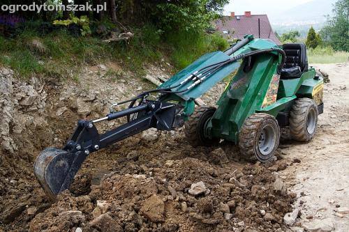 wilkowice mikuszowice lodygowice bystra ogrod murki piaskowiec trawnik schody piwniczka formowanie terenu skarpy IMG 7245