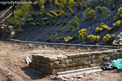 wilkowice mikuszowice lodygowice bystra ogrod murki piaskowiec trawnik schody piwniczka formowanie terenu skarpy IMG 7665