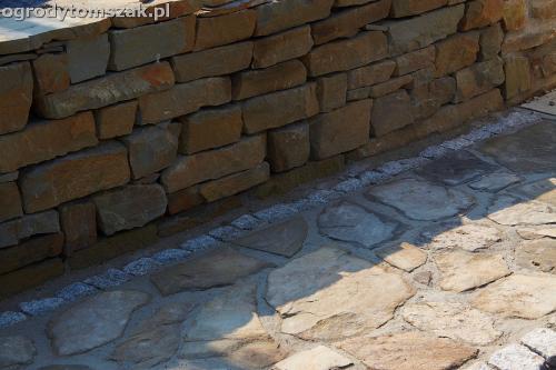 wilkowice mikuszowice lodygowice bystra ogrod murki piaskowiec trawnik schody piwniczka formowanie terenu skarpy IMG 7666